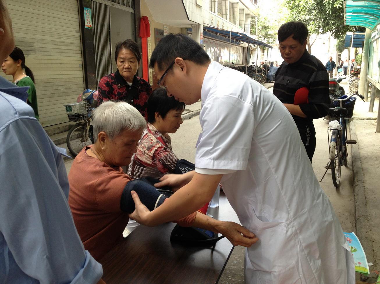 化社区重阳节义诊活动